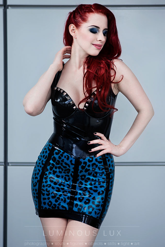 Livia latex skirt